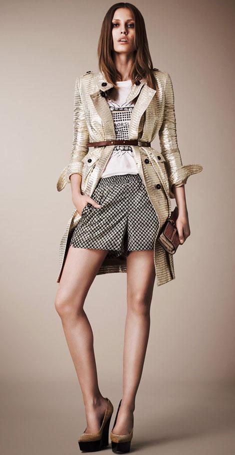 summer-to-fall-transition-wardrobe-shorts-and-tee
